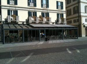 Ogród zimowy i żaluzje przeciwsłoneczne w kawiarni / restaoracji Tendergroup Sunroom