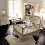 Savio Firmino, pokój dziecięcy, łóżeczko dziecięce, fotel na biegunach, lampa nocna, regał, przewijak dla niemowląt