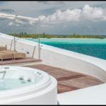 Zainstalowany basen z hydromasażem Alimia od Jacuzzi