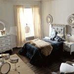 Savio Firmino, Sypialnia dla dzieci. Łóżko, komoda, fotelik, lustra, szafka i lampa nocna. Perkusja
