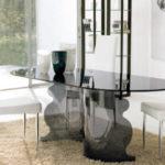 Tonin Casa, stół na podstawie z giętego szkła