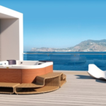 Mini-basen SPA Jacuzzi® Delfi na tarasie