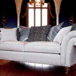 Piekna, elegancka kanapa dwuosobowa z Wielkiej Brytanii, wykonana z tkanin wysokiej jakości, ramy z twardego drewna, Duresta, New Elgar.