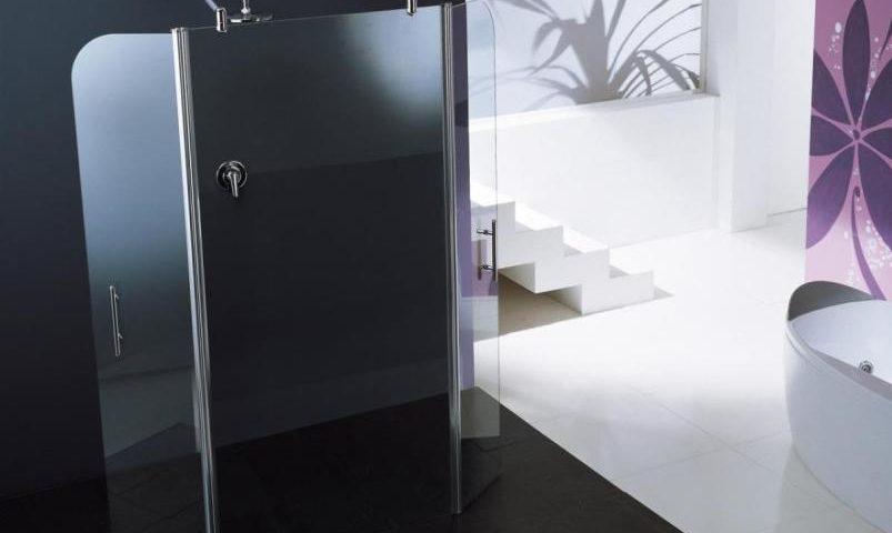 Minimalistyczna szklana kabina prysznicowa