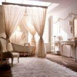 Wanna, konsola do wanny, lustro Psiche, fotel, etażerka, umywalka i marmurowy blat, aplikacja, lustro, baldachim