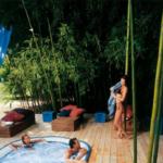 Przykładowa aranżacja z zabudowaną wanną Jacuzzi® Sienna Experience