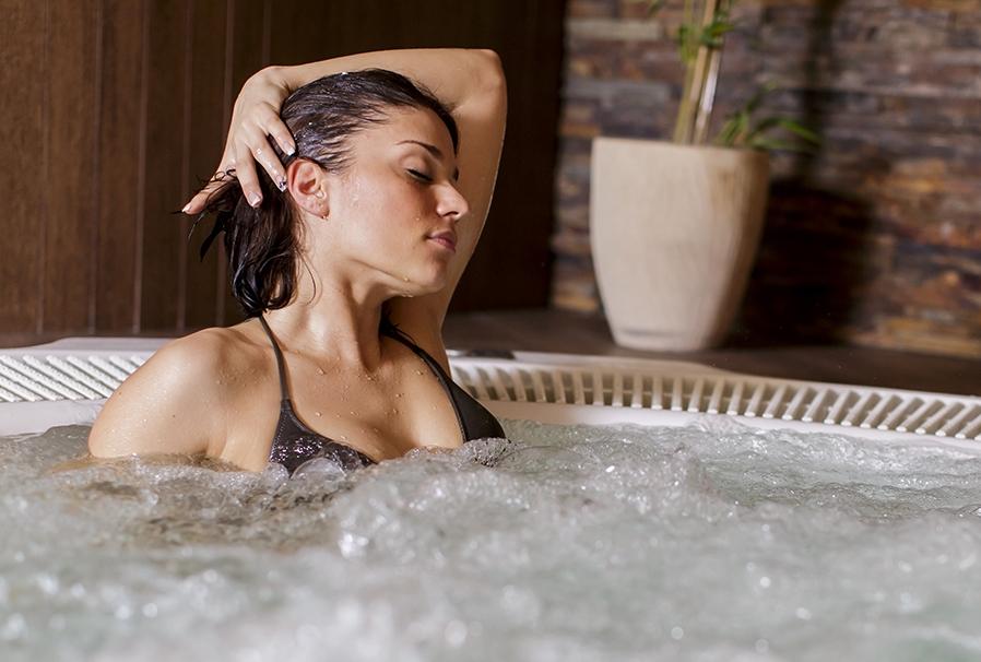hydromasaz-w-basenie-spa-jacuzzi-herbec