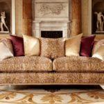 Elegancka sofa, o złotej tapicerce od Duresty,95 x 244 x 120 cm, Wolfgang.