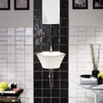 pomysł na aranżację łazienki przy użyciu dwóch barw i zróżnicowania rozmiarów płytki Mood