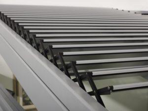 Dachowe żaluzje przeciwsłoneczne, detal. Sunroom