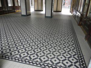 Warszawa, Plac Bankowy 1 - pasaż, dywan z mozaiki Winckelmans