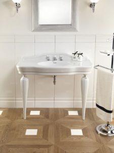 Devon&Devon, konsola Serenade, stojak na szlafrok, ręcznik i mydło, lustro łazienkowe, boazeria ceramiczna