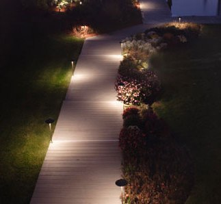 Przykładowa aranżacja ogrodu światłem