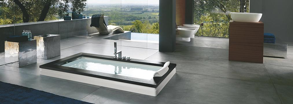 montaż Jacuzzi wanna Aura Uno Jacuzzi® w salonie kąpielowym